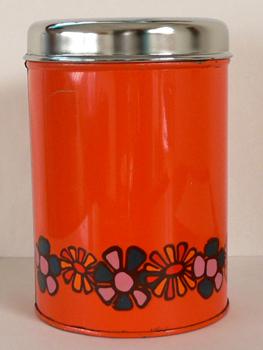 オランダのレトロなオレンジ色ビスケット缶