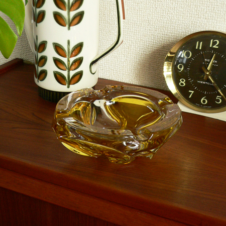 ac0211ミッドセンチュリー期のガラス灰皿*amber design*北欧家具やビンテージ雑貨等のインテリア通販