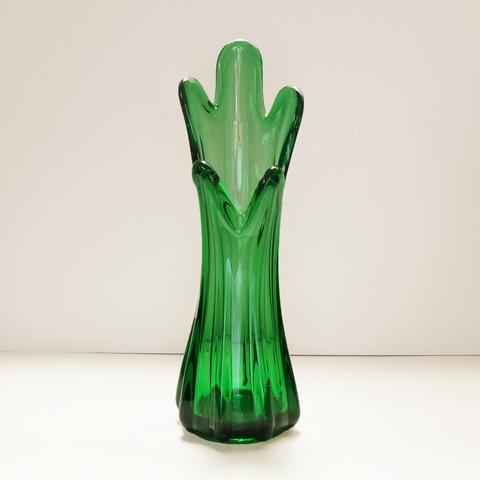 グリーンガラスのフラワーベース