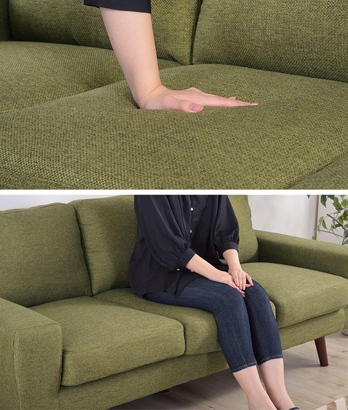 柔らかめの3人掛けソファ