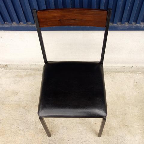 無垢材使用 アイアンレッグ椅子
