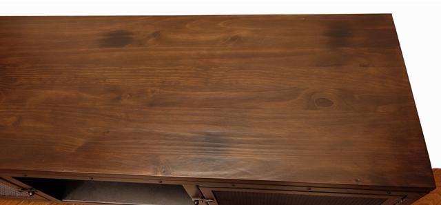 テレビ台の天板は無垢材