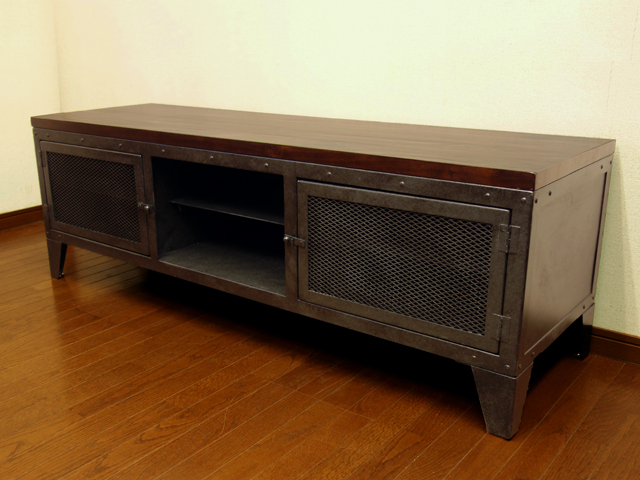 ビンテージ加工の鉄製TVボード