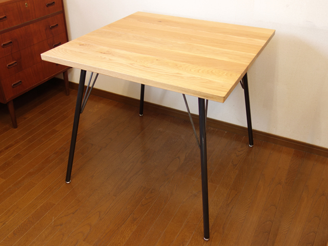 ナチュラルなオーク無垢のダイニングテーブル