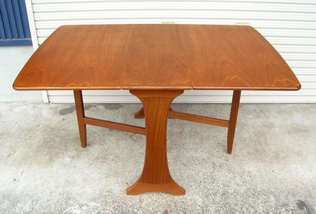 ビンテージ家具ダイニングテーブル