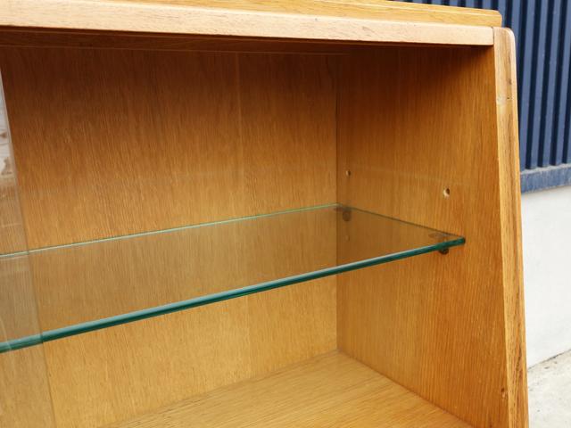 棚板は2段階で高さ調整可能