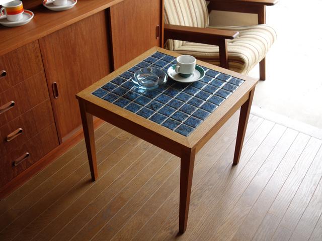 北欧のタイルトップテーブル ブルー