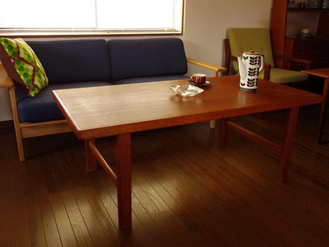 北欧のシンプルなヴィンテージ・テーブル