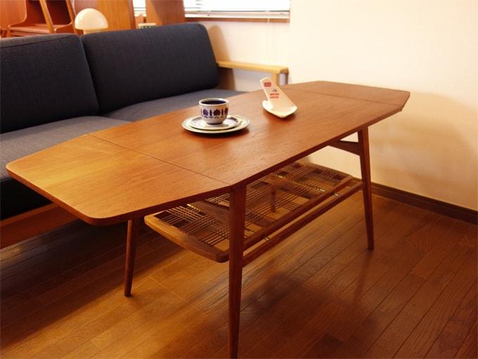 北欧ヴィンテージのバタフライ式コーヒーテーブル