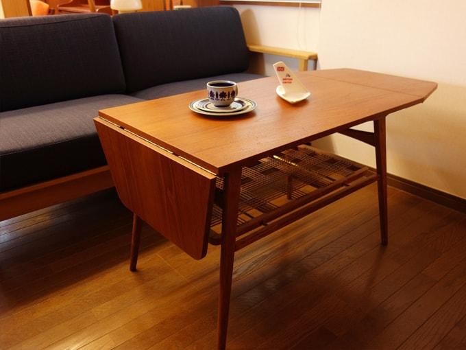 天板を折りたためるコーヒーテーブル ヴィンテージ家具