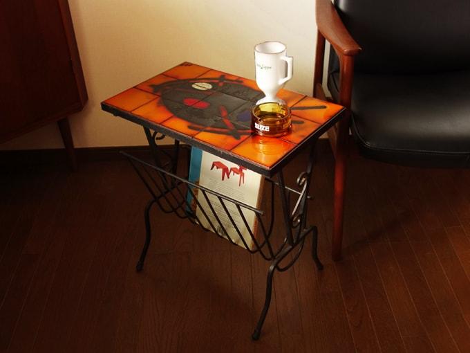 ヴィンテージのタイルテーブル マガジンラック付き