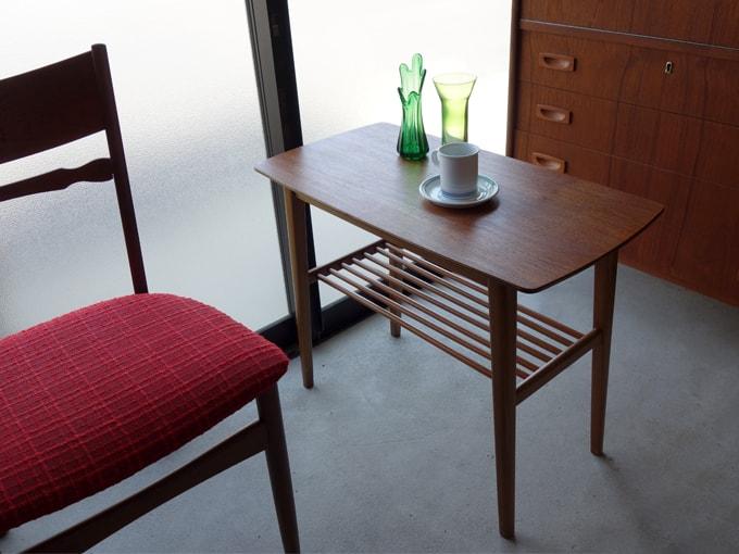 北欧の木製サイドテーブル