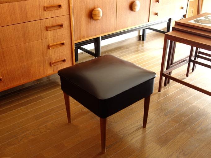 北欧のヴィンテージ椅子 黒スツール