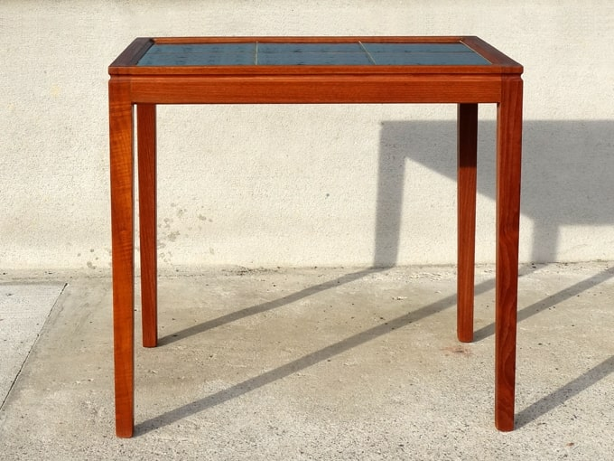 ヴィンテージのタイルトップ・サイドテーブル