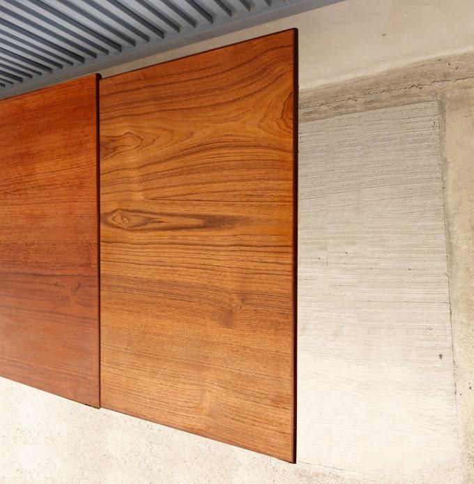 天板を広げられるテーブル