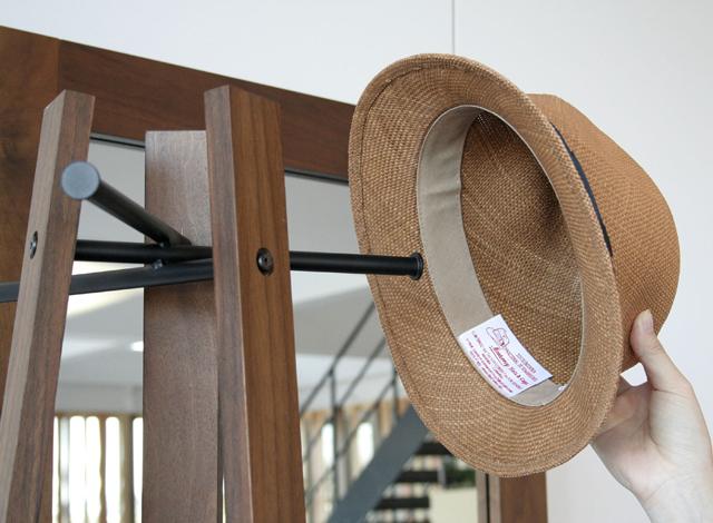 北欧スタイル木製コートスタンド