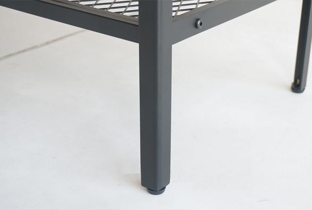 アイアンレッグのテーブル 脚