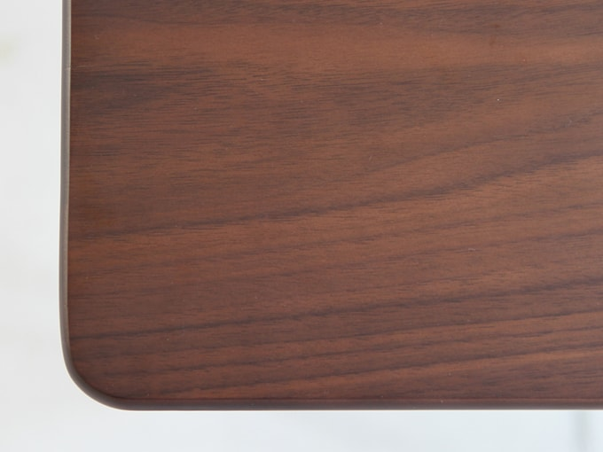 ウォールナット天然木使用のデスク天板