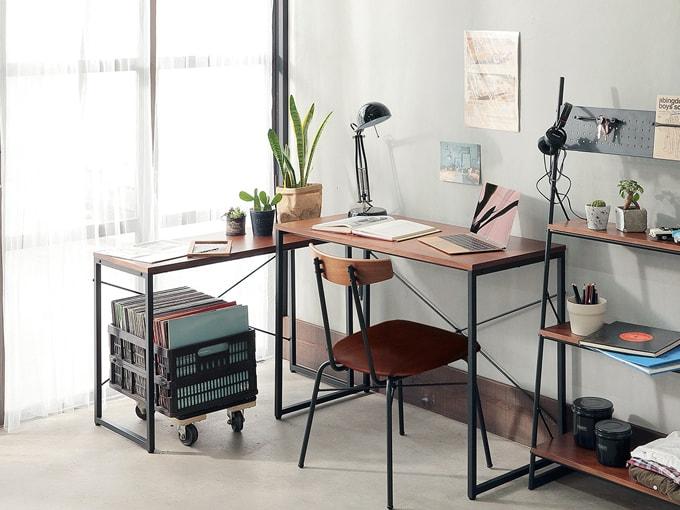 パソコンデスクとサイドデスクになるネストテーブル
