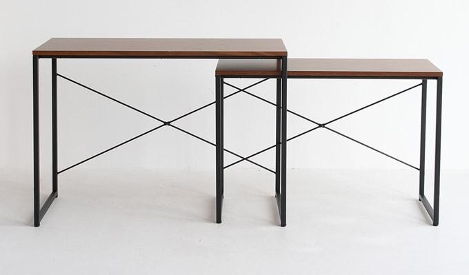 大きいテーブルは小さいテーブルの下に入ります
