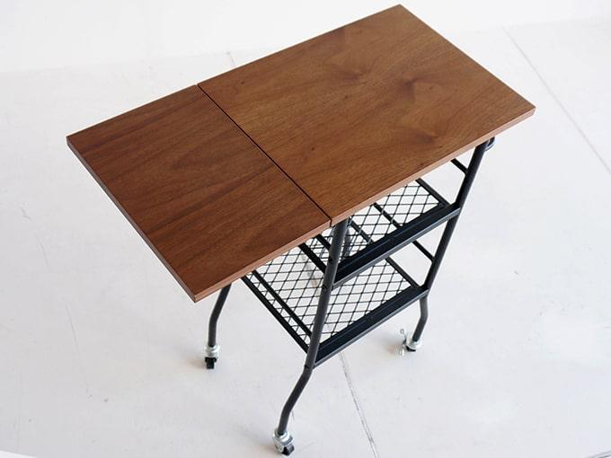 天板を折りたためるワゴンテーブル
