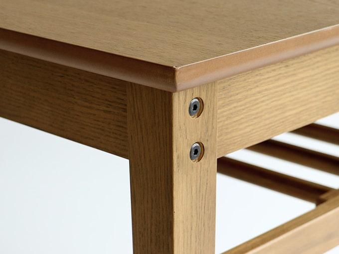 ナチュラル木製ダイニングテーブル脚接続部