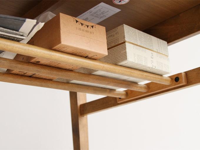 天板の下に棚板があります