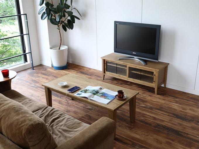 ナチュ ラルな木製テレビボード