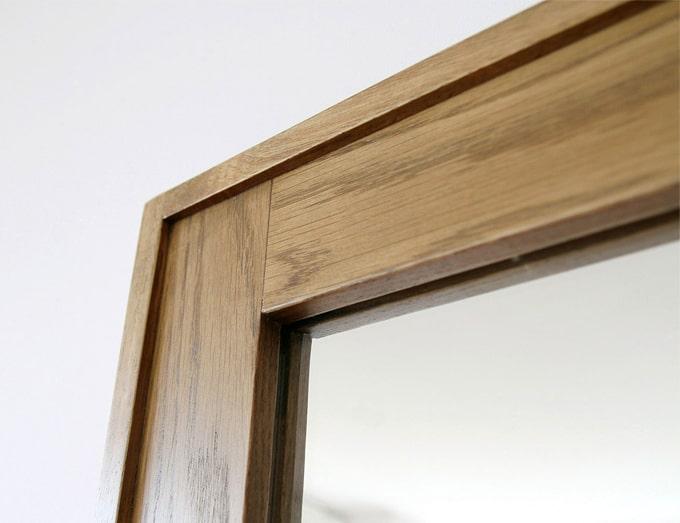 ナチュラルな風合いの木枠ミラー