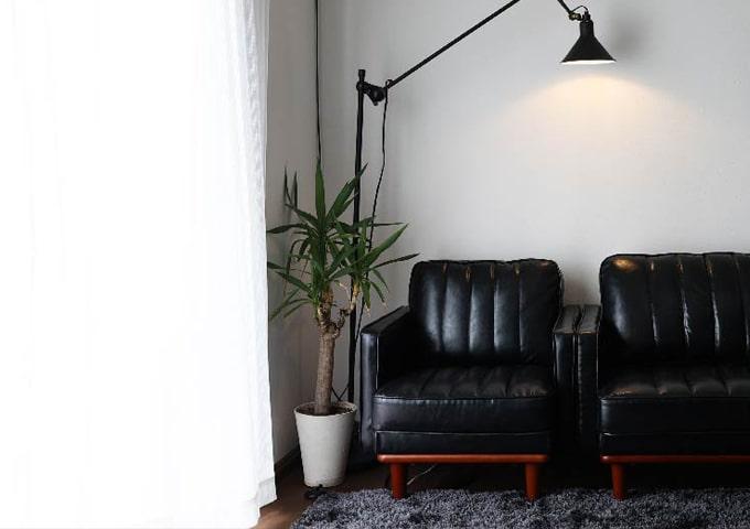 渋い雰囲気の黒1人掛けソファ