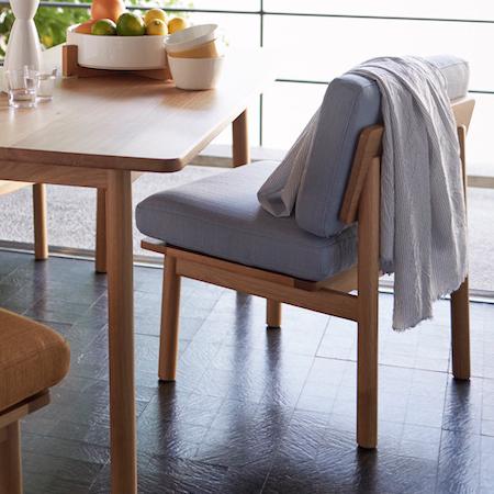 カバー洗濯できる肘なし1人掛け木枠ソファ