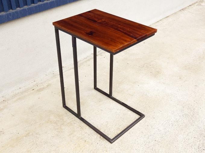 ビンテージ感のあるサイドテーブル