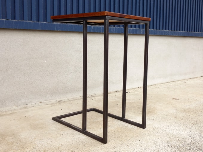 アイアンレッグのサイドテーブル