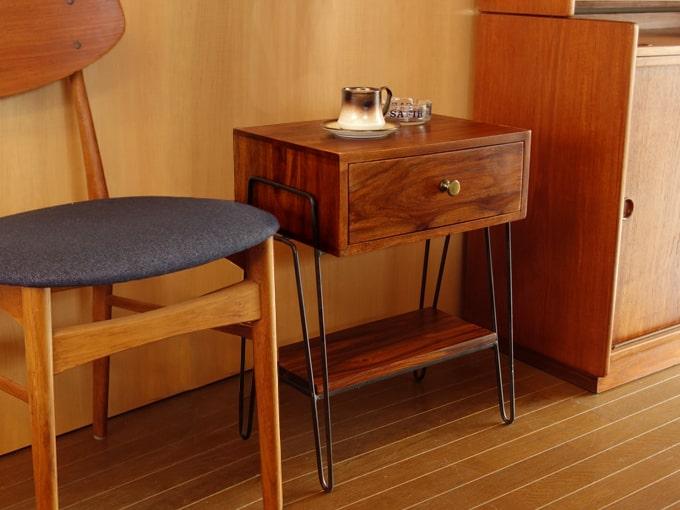 鉄脚と無垢材が格好いいサイドテーブル