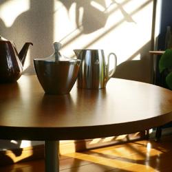 ac0176ドイツ製赤いトラベルクロク*amber design*北欧家具やビンテージ雑貨等のインテリア通販