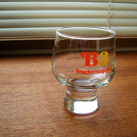 ポップなビンテージのグラス