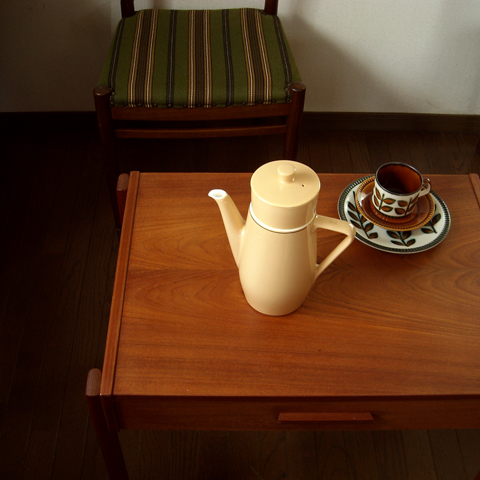 ビンテージのコーヒーポット陶器フィルター付き