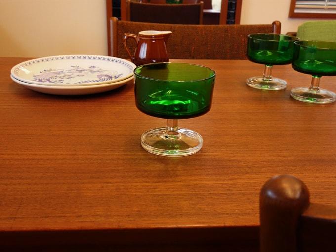 フランス製ヴィンテージ・緑色デザートグラス