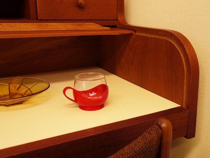 レトロなヴィンテージのガラスカップ 赤ホルダー付