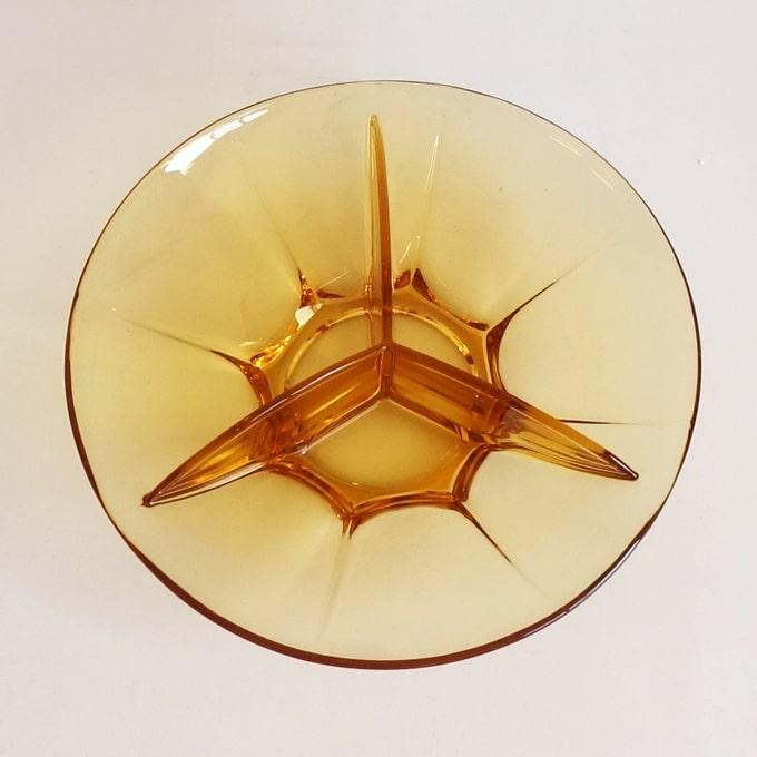 レトロなアンバーガラスのパーティ皿