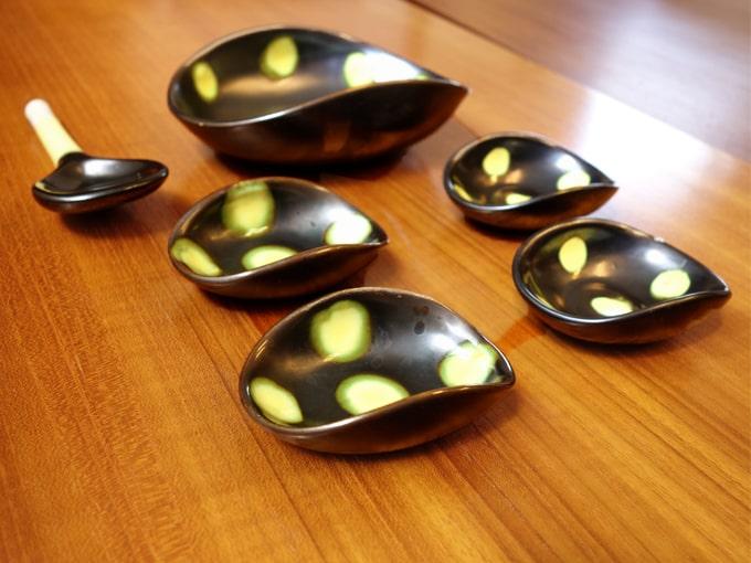 水玉模様の陶器の小皿セット