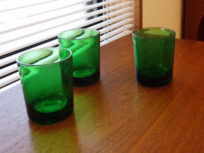 ヴィンテージのグラスコップ 緑色