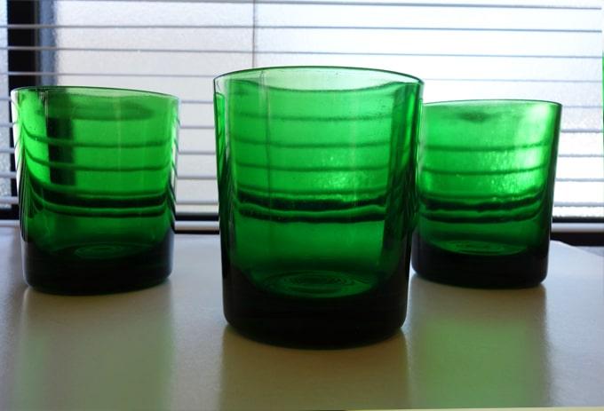 ヴィンテージのコップ 緑色ガラス