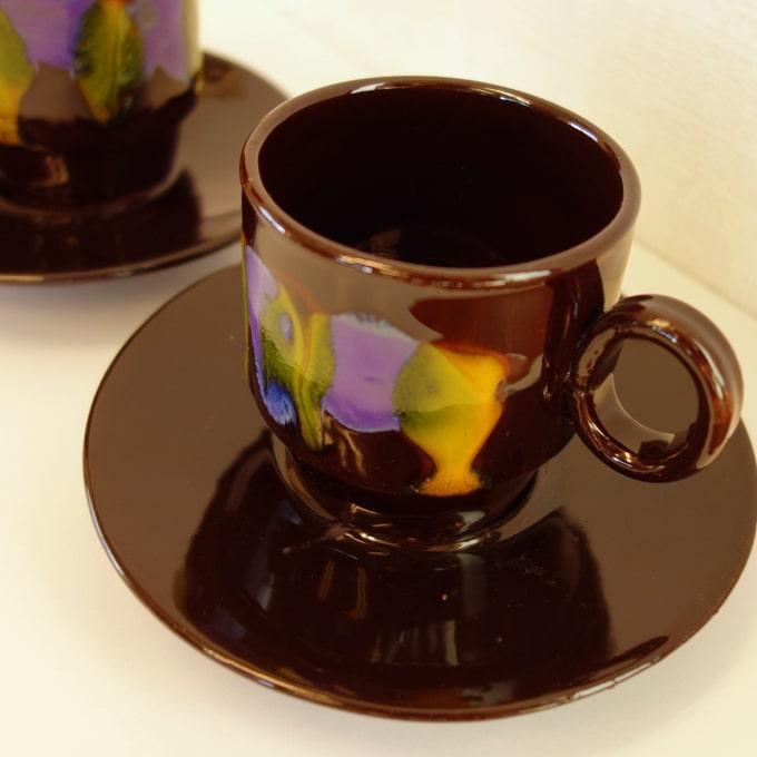 ハンドペイントの陶器カップ&ソーサー