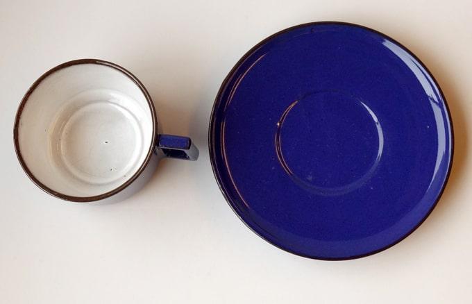 ヴィンテージのカップとソーサー 青