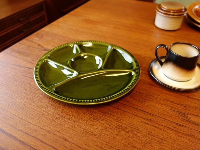 ヴィンテージの仕切り皿 ダークグリーン