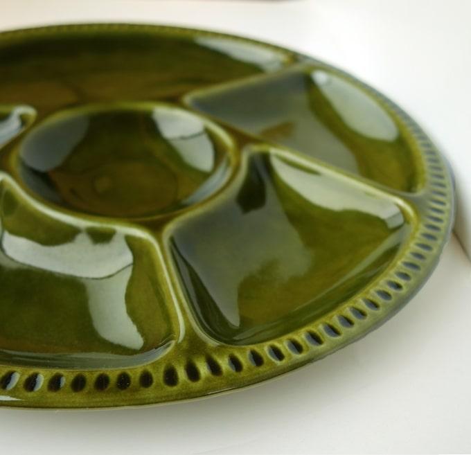 深い緑色のヴィンテージ仕切り皿